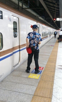 ~  ハイビスカスとアロハシャツ  ~ 世界に誇れる新幹線清掃員さん☆彡 (2018.7.20) (c) Yukie Arai