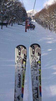 ~ ふるさと ski♪ ~  新年の 突きさす寒さも 山へ登ると清々しい☆…  今年は いつもより攻めの滑りで ころげながら 笑いながら Let's go!~ (2015.1.3) (c) Yukie Arai
