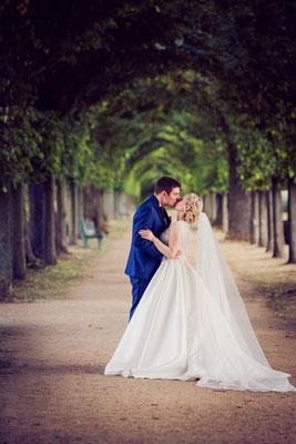 Das glückliche Brautpaar nach der Trauzeremonie von Carola Bischoff