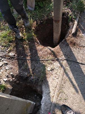 Ausgraben der alten Säulen