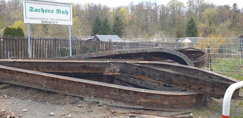 und ausgegraben (2,7 Tonnen)