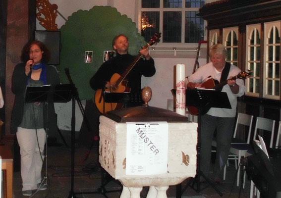 Altar-Nativ Gottesdienst in Cadenberge - Merrit, Klaus und Jan