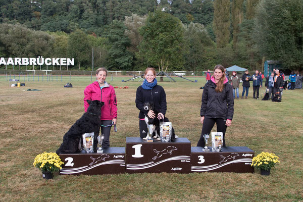 "A2/J2 large : 1. Carina Henz mit ""Lynn""  2. Tanja Klein mit ""Rocky""  3. Luisa Vallar mit ""Finn"""