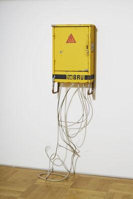 Zwischenstrom, Öl/Acryl auf Holz und Leinwand, Kabel, 76 x 43 x 19 cm, 2019 Foto: Wolfram Schmidt