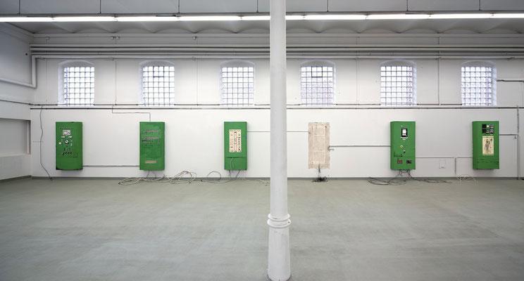 Regelgruppe I - V, Ausstellungsansicht, Öl/Acryl auf Leinwand, Kabel, 2014