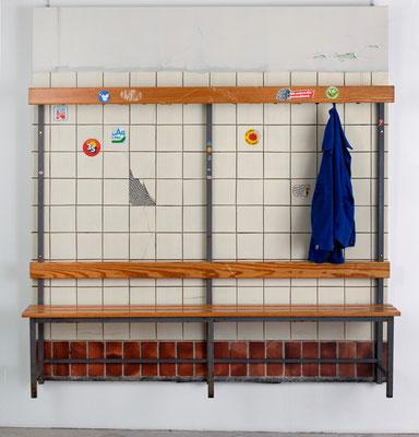 Werkbank, Öl/Acryl auf Leinwand, Sitzbank, 210 x 200 x 45 cm, 2017