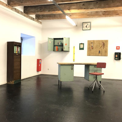 Inventar, Gemälde und Leinwandobjekte,  Ausstellungsansicht, 2020