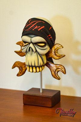 Wrench Skull, handgeschnitzt, handbemalt, Einzelstück