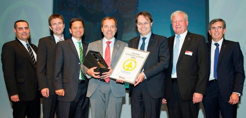 Hans Steinberger bei der Überreichung der GOLDENEN TANNE 2012 mit den Vorständen der SPAR AG