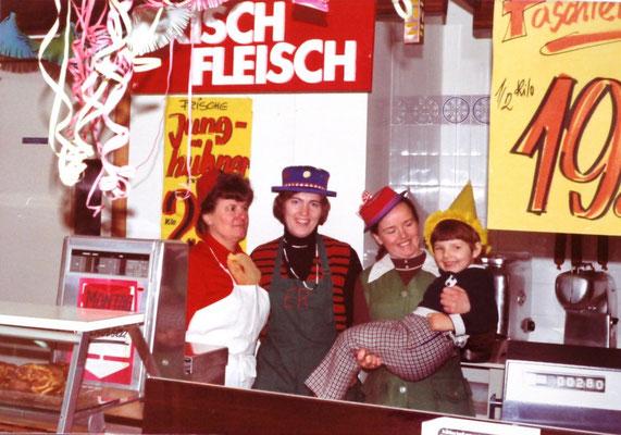 Fasching 1973 (Susanne Steinberger rechts im Bild)