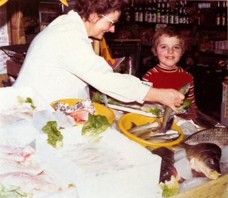 Frischfisch-Verkauf mit Hans Steinberger jun. 1975