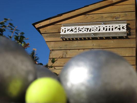 Un compteur de score au bord de votre terrain de boules