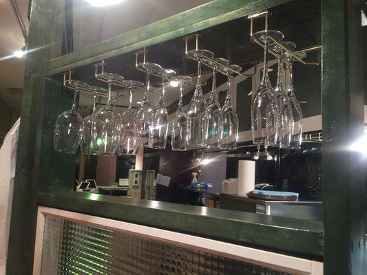 ワイングラスホルダー