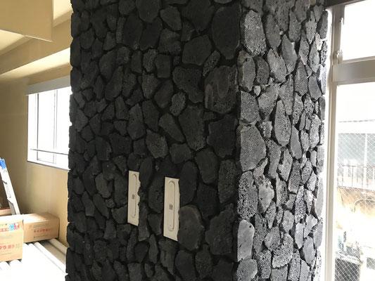 溶岩貼りの壁
