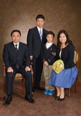 入学おめでとう。ようこそ慶應義塾へ。 父、母より
