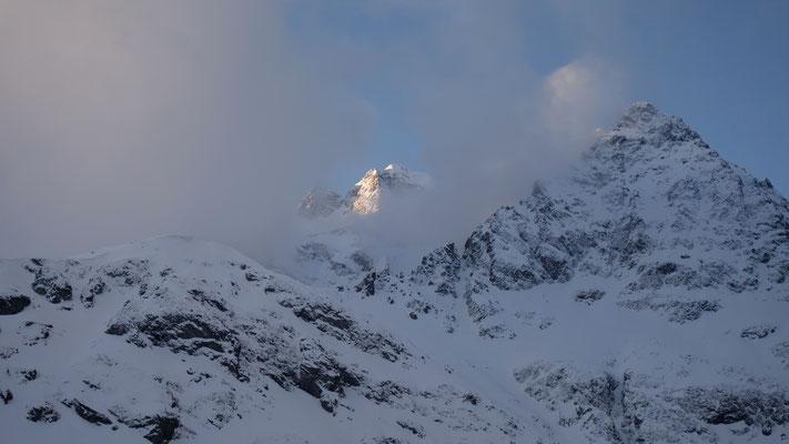 Remontée au refuge le 26 mars...après quelques jours de mauvais temps...un petit air de vallées reculées d'Himalaya !