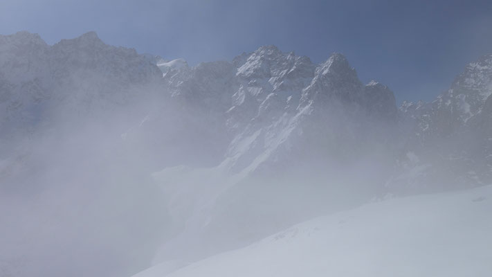 Face nord de Roche Faurio...le refuge n'est plus très loin !