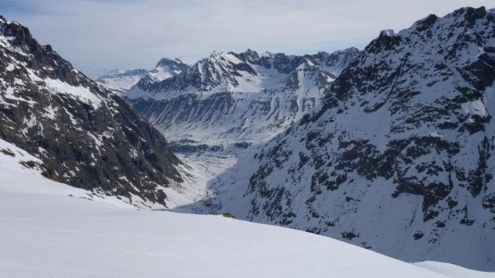 Conditions au 31 mars du Plan de l'Alpe en contre-bas.