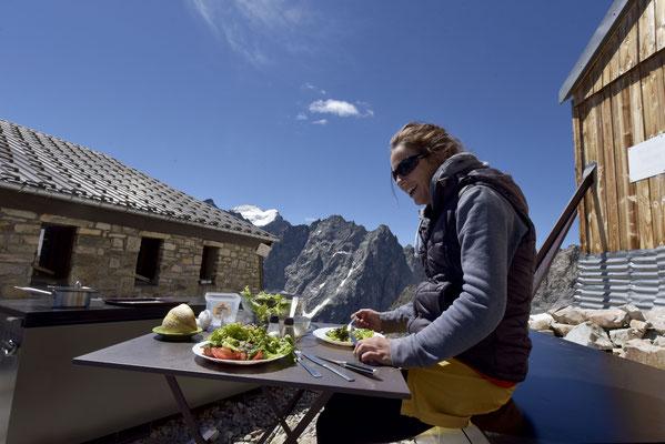 Merci à tous ceux qui nous ont montées de belles salades de leur potager...gardiennes heureuses !
