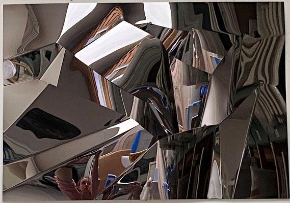 IN THE MOUNTAINS, 2020, Edelstahl titanbeschichtet, 68,5 x 98,5 cm