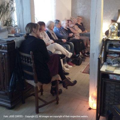 Ein Teil des Publikums während der Lesung im Blauen Haus in Leimen. Foto: José Cortés