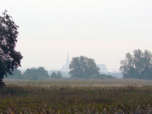 Das Trebeltal -- Blick auf die Demminer Kirche und den alten Speicher