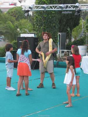 Clube Praia da Oura entertainment