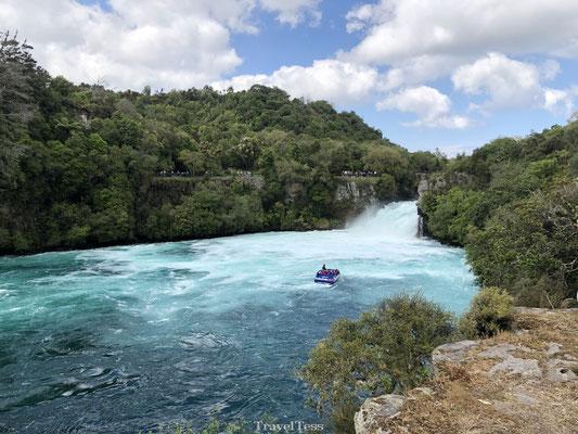 Jet Boot scheurt langs Huka Falls