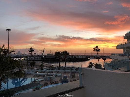 Ondergaande zon Tenerife bij resort Hovima La Pinta