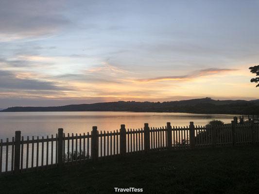 Lake Taupo bij zonsondergang