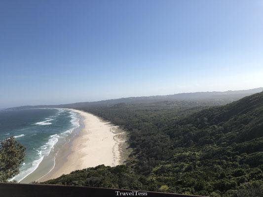 Strakke kustlijn Byron Bay