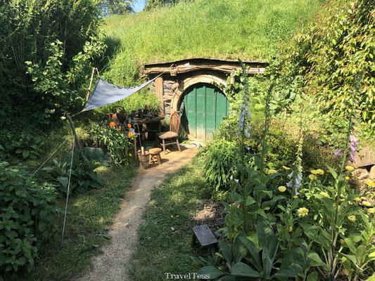 Hobbit huisje met groene deur