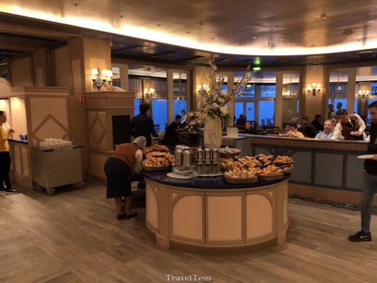 Buffet Newport Bay hotel