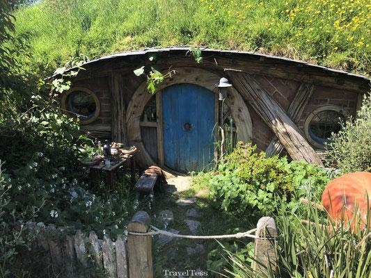 Hobbit huisje met blauwe deur