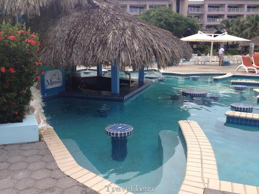 Zwembad bar in Curaçao
