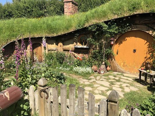 Hobbit huisje met gele deur