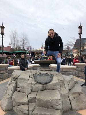 Disneyland Parijs zwaard uit rots