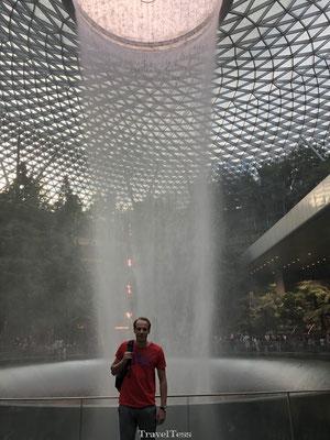 Reusachtige waterval Singapore vliegveld