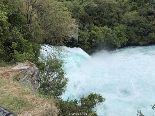Huka Falls waterva;