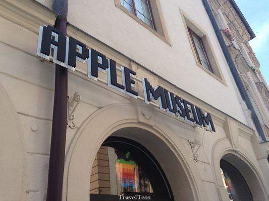 Ingang Apple Museum Praag