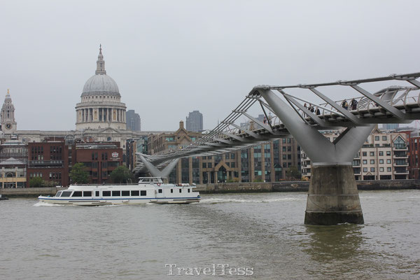 Millenial Bridge en St. Paul's Cathedral
