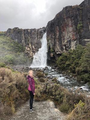 Hiken naar Taranaki Falls
