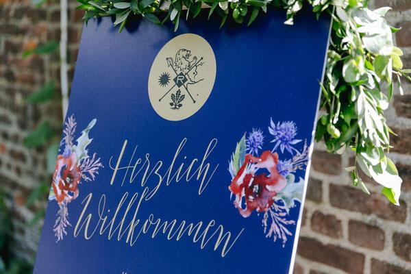 Begrüßungsplakat mit Familiensignet - Foto: Hanna Witte Hochzeitsreportagen