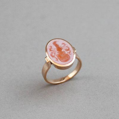 Damen Wappenring, Stein: roter Lagenachat, Ring 750er Roségold