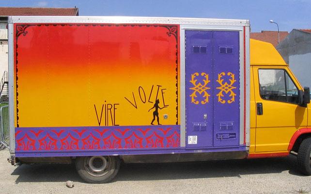 camion - castelet de la compagnie Virevolte