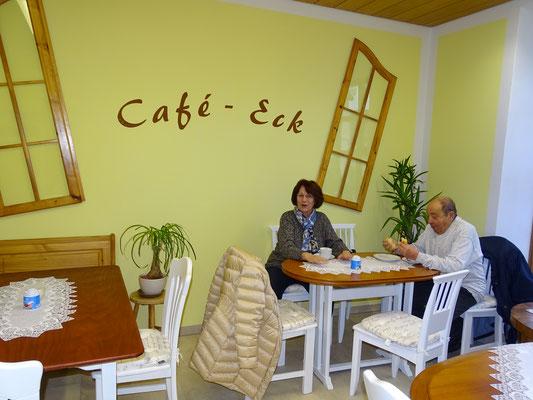 Die ersten Café-Eck-Besucher.