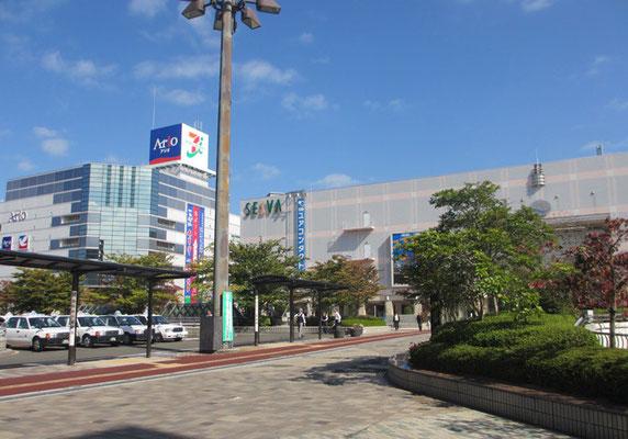 *今回の展示は仙台市北部郊外の泉中央*郊外といっても中央に次ぐ副都心。大型店多々の華やかな街並み。