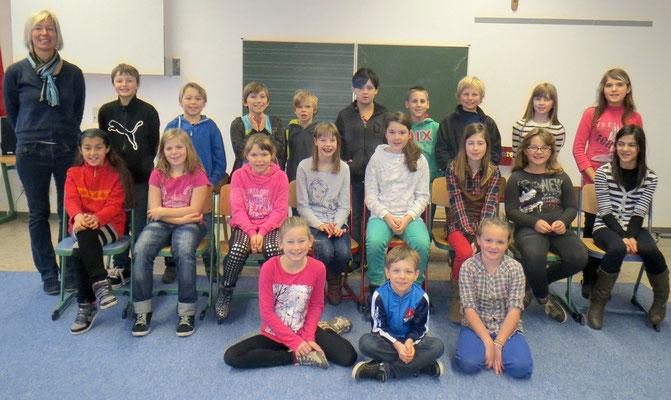 Klasse 4c mit ihrer Klassenlehrerin Frau Scheithauer
