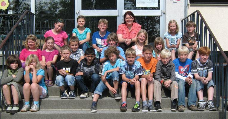 Klasse 4b mit ihrer Klassenlehrerin Frau Ochel