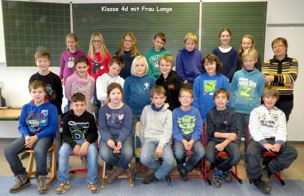 Klasse 4d mit ihrer Klassenlehrerin Frau Lange